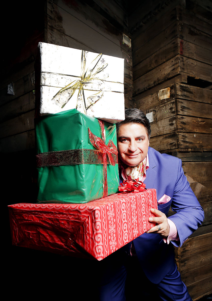 Nicole-Cleary-Photography-Matt-Preston-Christmas-presents